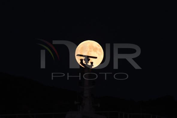 Full moon on the Peloponnes