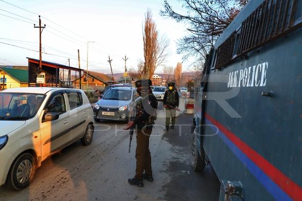 Millitants Attacked Indian Army Near HMT On Srinagar-Baramulla Highway