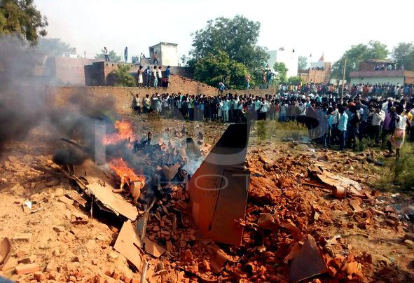 INDIA-CRASH-JAGUAR