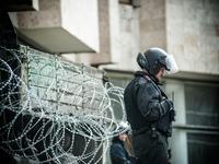 Crimea: cops in front of regional parliament
