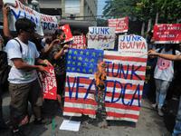 Student groups burn mock US flag