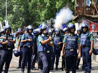 Students clash with police in Dhaka