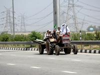 Farmers Block KMP E-way Against Farm Reforms