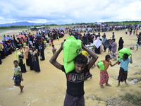 Rohingya people flee continuing in Bangladesh